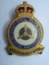 Insigne métallique de calot de l' Ecole des Techniciens Royal Belgian Air Force