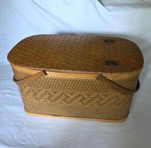 Burlington Basket Co Hawkeye Woven Picnic Basket, Woven Top Design Vintage