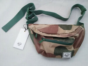 HERSCHEL SUPPLY COMPANY CAMOUFLAGE ZIP CLOSURE SHOLDER SLING BAG