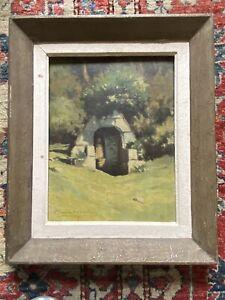 Chapelle devant une forêt. Huile sur panneau signée.