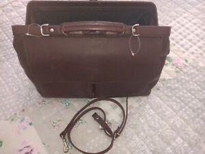 Braunes Leder - Arztkoffer- Hebammenkoffer - Reisetasche mit Trageriemen