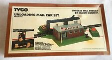 1980 TYCO Unloading Mail Car Set HO Scale Unloads by Remote Control Vintage