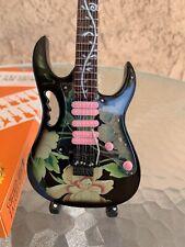 Steve Vai - Exclusive Mini Guitars / 1:4 Scale
