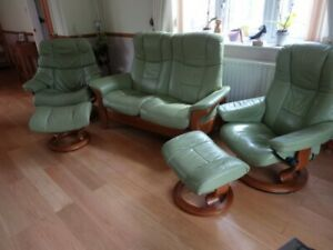 EKORNES STRESSLESS LEATHER RECLINING SUITE GREEN 5 PIECES IN EXCELLENT CONDITION