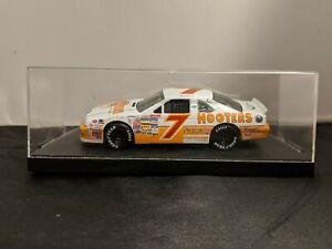 Alan Kulwicki #7 1:43 2013 Hooters Ford Thunderbird Quartzo Nascar