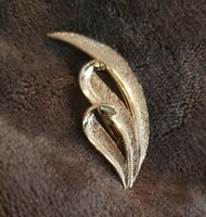 Gerry's Vintage pale goldtone silvery gold triple leaf Brooch costume jewellery
