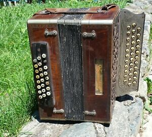 VERY RARE ANTIQUE ACCORDION PAOLO SOPRANI 24 BASS