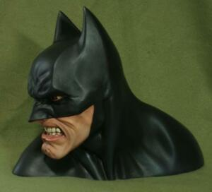 BATMAN 1/3 SCALE BUST PAINTED STATUE  THIAGO PROVIN AS IS