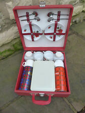 Vintage retro picnic set. Brexton make for 4 people .Ceramic cups + saucers.
