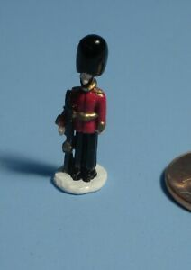 1 INCH SCALE DOLLHOUSE METAL  TOY SOLDIER