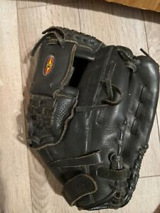 "Easton Black Magic BMX12 B Flex Action Palm 12"" Pattern Youth Mitt Glove RHT"