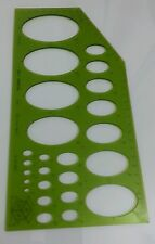 Plantilla de plástico transparente verde óvalos dibujo y herramientas de redacción.