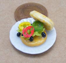 1:12 SMALL HAND MADE insalata Waffle su una 2,5 CM PIATTO IN CERAMICA Casa Bambole Miniatura