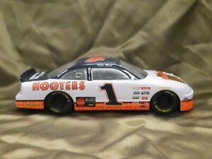 1996 Pontiac #1 Hooters Restaurants Racing Champions Nascar Diecast 1/24