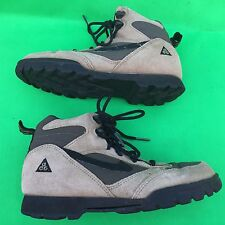 NIKE ACG women's fashion brown hiking boot size--7