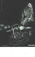 PUBLICITE ADVERTISING 2006   DIESEL sac pret à porter vetements en noir et blanc