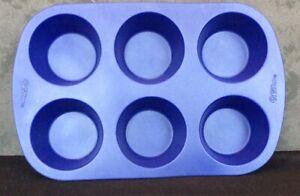 2105-4802 Wilton Silicone 6 Cup Muffin Cupcake Pan Blue