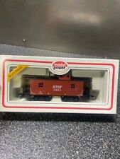 HO SCALE TRAINS MODEL POWER ATSF WOOD CABOOSE