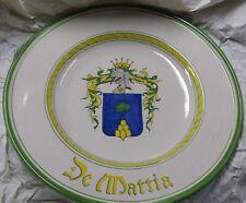 Piatto pompa con stemma famiglia De Mattia dipinto a mano Deruta