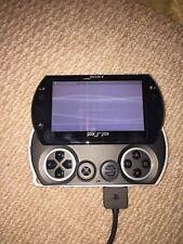 Tout Neuf jamais utilisé Sony PSP Go 16 Go Piano Black Handheld System