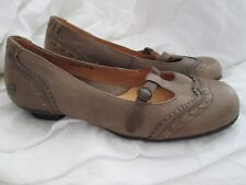 Ladies BORN kitten heel Mary-Jane wing tip slip on shoes 7.5 distressed leather