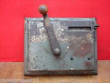 Jolie ancienne machine à fabriquer les cigarettes