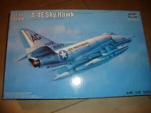 TRUMPETER Flugzeugbausatz A-4E Sky Hawk 1:32 SKYHAWK + Extras Ungebaut in OVP