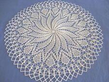 Handgestricktes rundes Deckchen ca. 35 cm creme helles beige Baumwolle