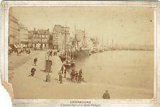 Format Cabinet : Cherbourg ; L'avant port et le Quai Caligny , vers 1890