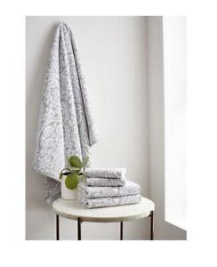 Martha Stewart 4-Piece Bath Towel Set (Grey Colors) 2 16in X 28in 2 13in X 13in