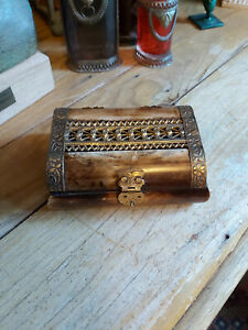 HANDMADE INDIAN ANTIQUE STYLE RECTANGULAR  SHAPE BOX WITH PATTERNED BRASS DETAIL