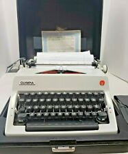 Vintage OLYMPIA DE LUXE Portable Manual  Typewriter Includes Case