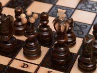 Neu Schachspiel aus Holz Figuren Schachbrett edel handgefertigtes Kiste! 35x35cm