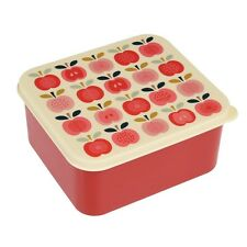 dotcomgiftshop PLASTIC LUNCH BOX WITH PUSH ON LID VINTAGE APPLE DESIGN