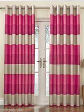 Rideaux et cantonnières roses pour le salon