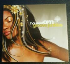 HOUSE OF OM : FEAT. GROOVE JUNKIES (2CD) 31 GREAT CLUB TRACKS AND CHILL-OUTS. NM