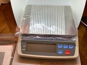 A & D EK-EW-600I CAP. 600G X 0.1G NMAX=6000 SCALE NEW IN BOX  READ
