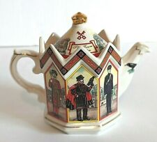VINTAGE THE TOWER OF LONDON TEAPOT JAMES SADLER 16oz With Collection Book