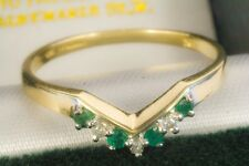 A FANTASTIC NEW 9ct SOLID GOLD NATURAL DIAMOND & 4 EMERALD BAND RING (ALL SIZES)