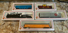 Bachmann Ho Scale Lot w/ Santa Fe Engine, 4 Cars