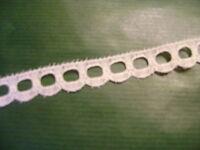 Dentelle ancienne blanche nylon coupe de 6,70 mètres largeur 12 mm N° 105 A