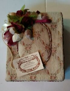 1986 Vintage Flower Print Gift Box with Lid Florist Packing Padded Box Cream