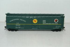 HO Scale Northern Pacific Box Car NP 92553 Kadee Style Couplers