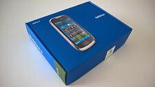Nokia C7 de color negro nuevo en su caja con todos sus accesorios también nuevos
