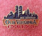 Pins Boisson Alcool WHISKY BOURBON OLD VIRGINIA Skyline NEW YORK USA Whiskey