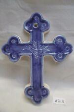 Crucifix, croix en faïence de Montgolfier, décor Bretagne, 13,8 cm  (réf AB13)