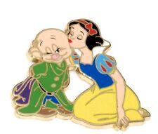 LE 200 Disney Pin✿ Princess Snow White Kissing Dopey Dwarf Holding Hat Kiss Acme