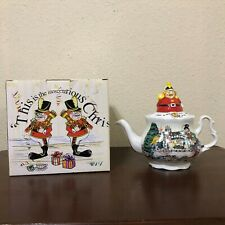 Cardew Alice In Wonderland 4 Cup Teapot Christmas Tea Party 150Th Anni NIB