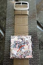 Reloj De Sellos De Diseñador Floral cara y Gris Correa Piel De Cocodrilo S.t.a.m.p.s.