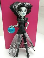 Monster High Frankie Stein Ghouls Rule Muñeca Con Bolsa